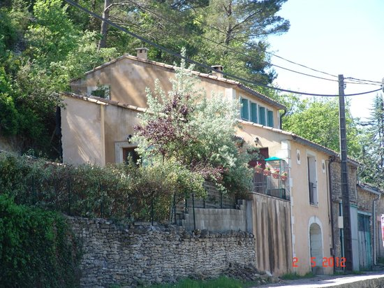 Les Terrasses du Luberon : It is at road from Terrases du Luberon to centre of Bonnieux