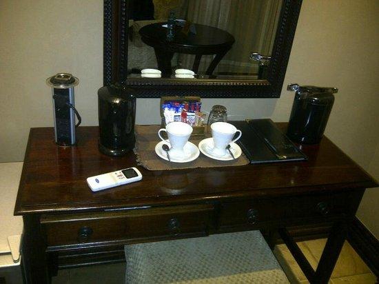 Anta Boga Hotel:                   Desk in Room