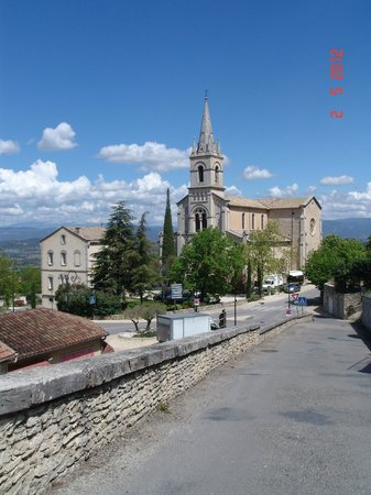Les Terrasses du Luberon: Bonnieux church