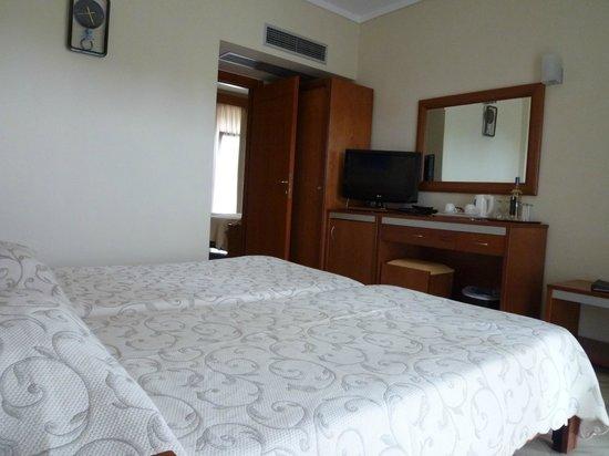 Potidea Palace Hotel:                   одна из комнат,семейного номера