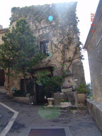 Les Terrasses du Luberon: Bonnieux building