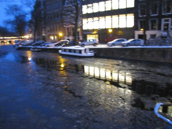Herengracht: Nightly reflections on water and ice