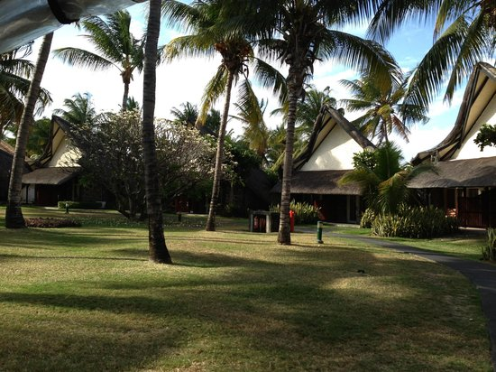 La Pirogue Resort & Spa:                                                       Grounds