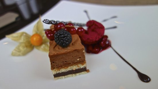 Hotel Kings Court:                   Dessert au restaurant mEating Point.