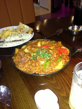 Zing & Zest Indian Restaurant: chicken and keema Jalfry
