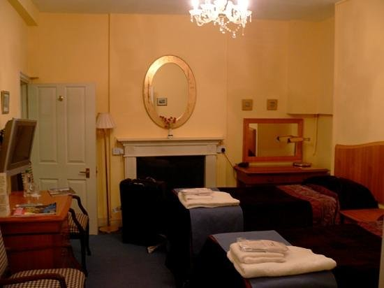 Bailbrook Lodge:                   Second Room (Yay, Privacy when travelling in a trio)