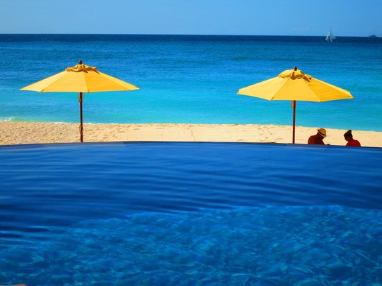 Shangri-La's Boracay Resort & Spa : Beach and Pool