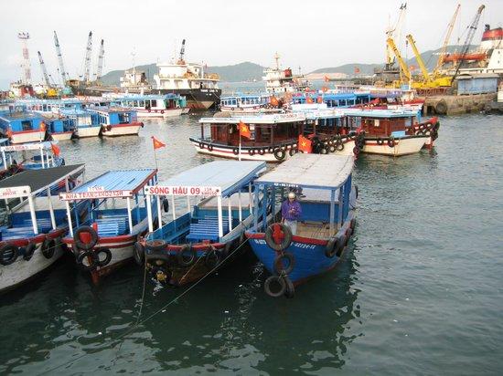 Evason Ana Mandara Nha Trang:                   Le port de peche de NHA TRANG