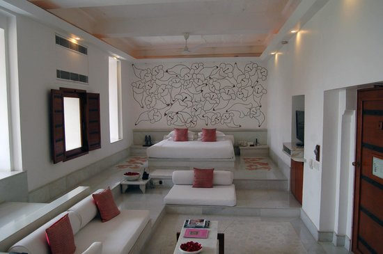 RAAS Devigarh :                   The bedroom with its wall mural
