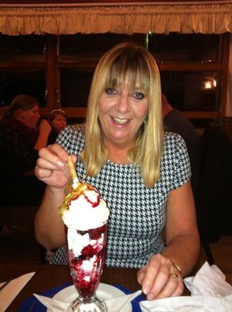 Ship Inn:                   Eton mess