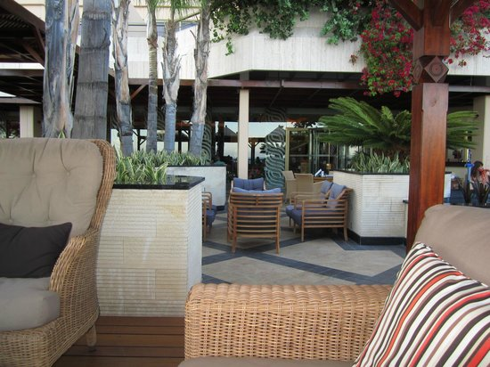 Four Seasons Hotel:                   The outside bar lounge
