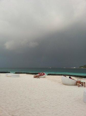 Kuramathi Island Resort:                                     Sand bar - Arrival of rains