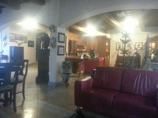 Hotel Al Grappolo d'Oro:                   hall