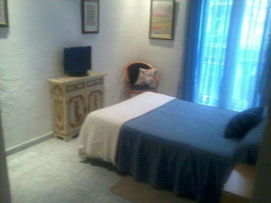 Hostal Aribau:                   5 habitaciones todas con baño privado