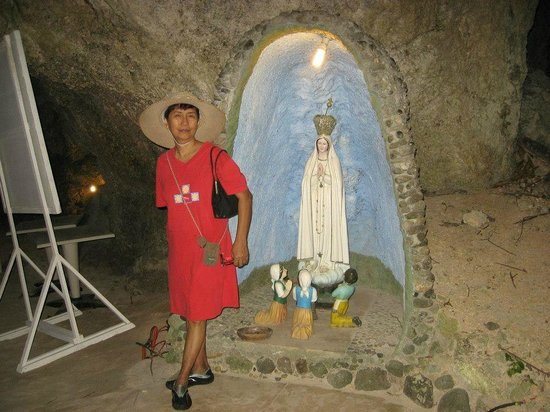 Fairways & Bluewater:                   also in the cave, near the entrance, an image of Mama Mary.