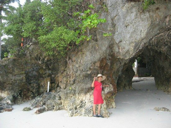 Fairways & Bluewater:                   A cave to pass through on the other side of the beach area.
