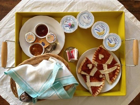 Le Camelie Bed and Breakfast:                   colazione