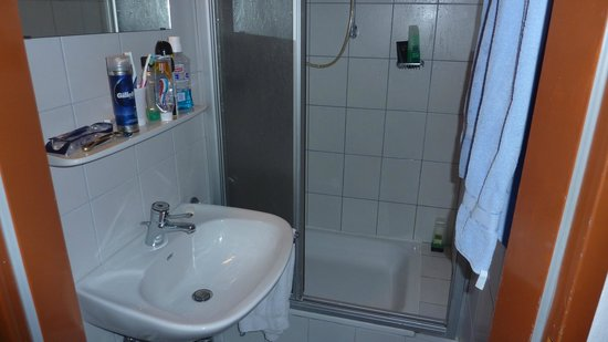 Waldrand: Bathroom - good shower, always lots of hot water.