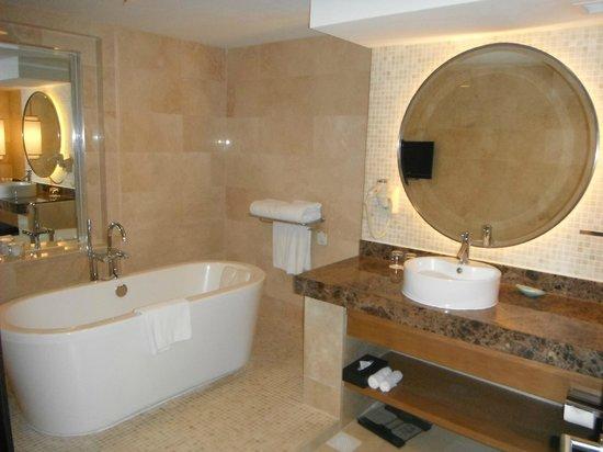 جراند ميركيور روكسي سينغافورة: Spacious bathroom