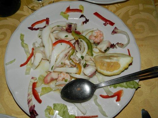 pessima insalata di mare - Picture of Le Terrazze sul Mare, Foce ...