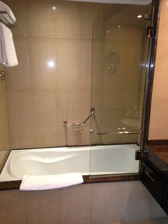 Stella Di Mare Beach Hotel & Spa:                   Bathtub