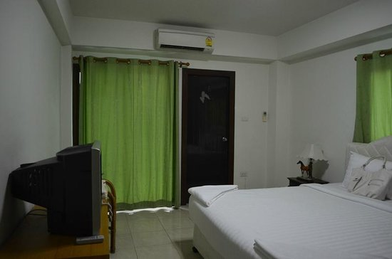 Silver Gold Garden Suvarnabhumi Airport Hotel: Our room