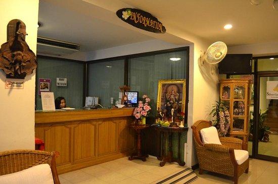Silver Gold Garden Suvarnabhumi Airport Hotel: Hotel Lobby