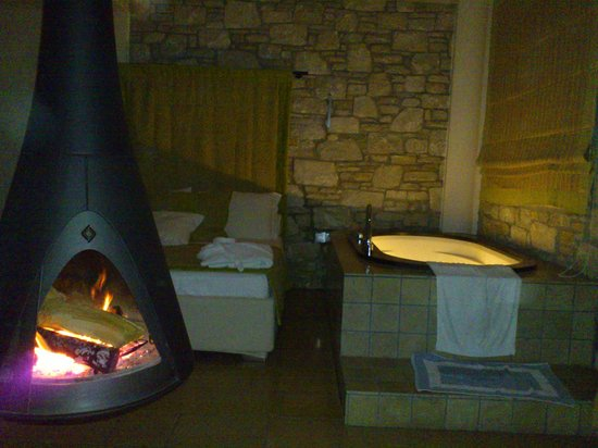 Mikros Vorias small luxury suites :                   Σουίτα Πορταριά