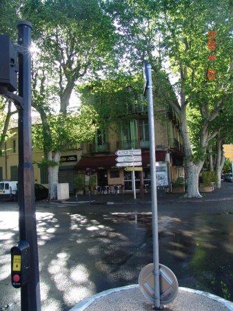 Hôtel Cezanne: Hotel Cezanne corner street
