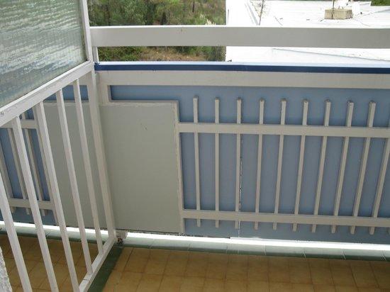 Evenia Hawai:                   Балкон. Стол и стулья есть.
