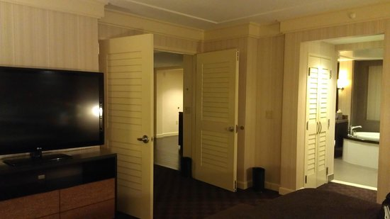 Cache Creek Casino Resort:                   Room pic2