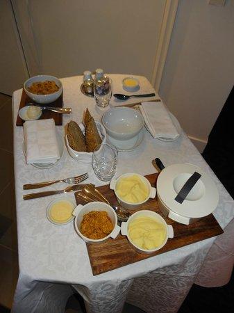 Andaz Amsterdam Prinsengracht:                   Room service                 