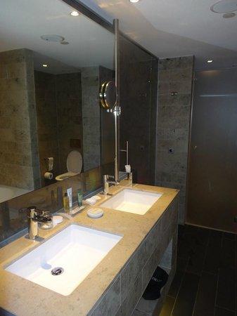 Hilton The Hague:                   Salle de bains