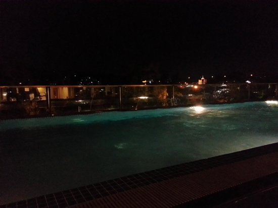 Grands I Hotel:                                     Pool at night