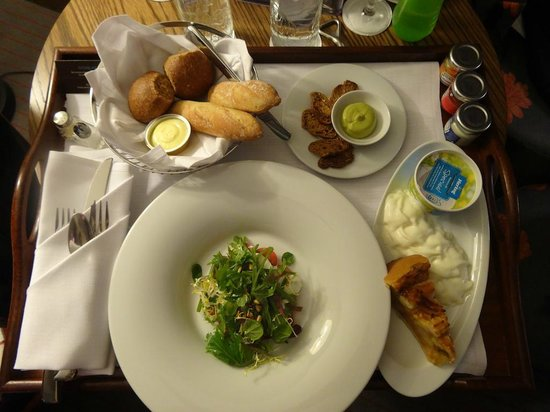 Hilton The Hague:                   Room service