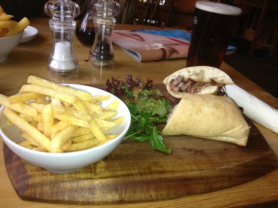 Bodkin House Hotel : Beef sandwich with chunky chips