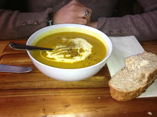 Bodkin House Hotel: Carrot & coriander soup with crusty bread