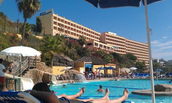 Playabonita Hotel :                                     Vista desde la piscina del Hotel.
