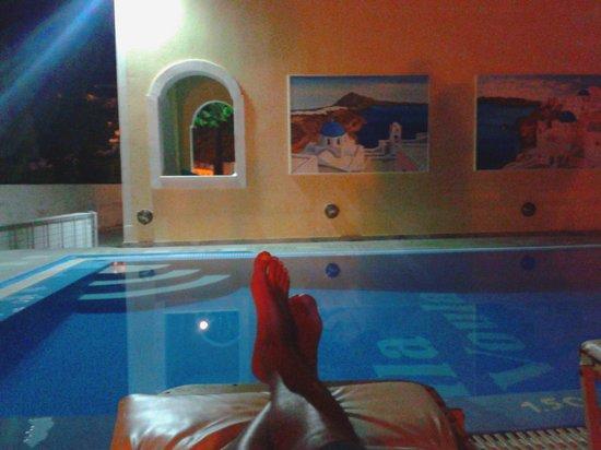 Roula Villa:                   relax serale in piscina