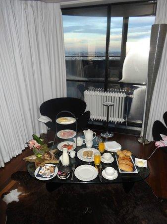 Euromast:                   Petit déjeuner