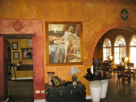 Cafe Cultura :                   Taken in foyer looking into dining room; we loved the paining