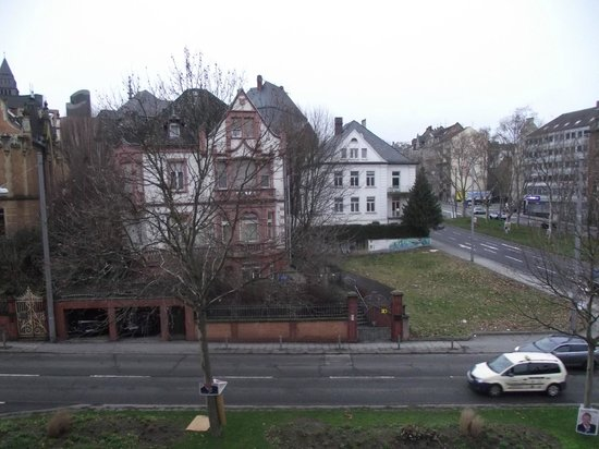 Motel One Wiesbaden:                   View from my room 210 3rd floor