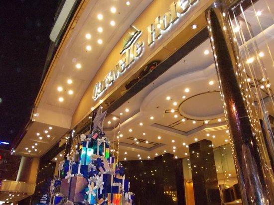 Caravelle Saigon:                   ホーチミン観光、買い物の最高の拠点