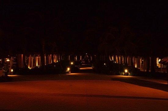 Catalonia Playa Maroma: Path to Lobby at Night