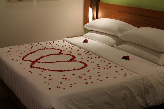 Amari Phuket:                   Honeymoon Bed