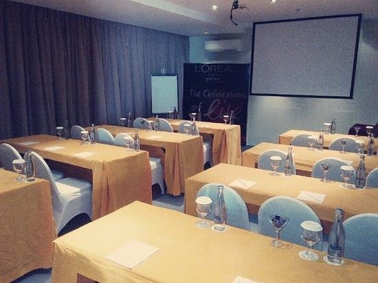 100 Sunset Hotel Managed by Eagle Eyes:                   meeting room