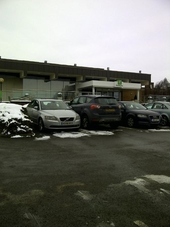 Holiday Inn Rugby/Northampton :                   parking and entrance