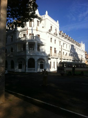 Queens Hotel Kandy:                   Grand exterior of the Queens Hotel