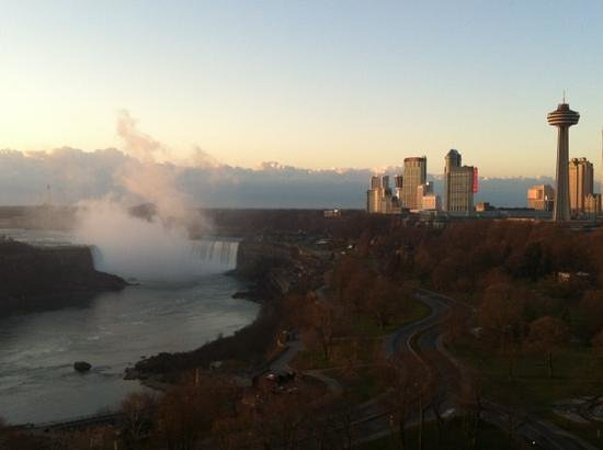 Sheraton on the Falls:                   Sonnenaufgang
