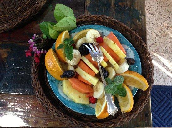 Maravilla Guesthouse:                   fruit at breakfast